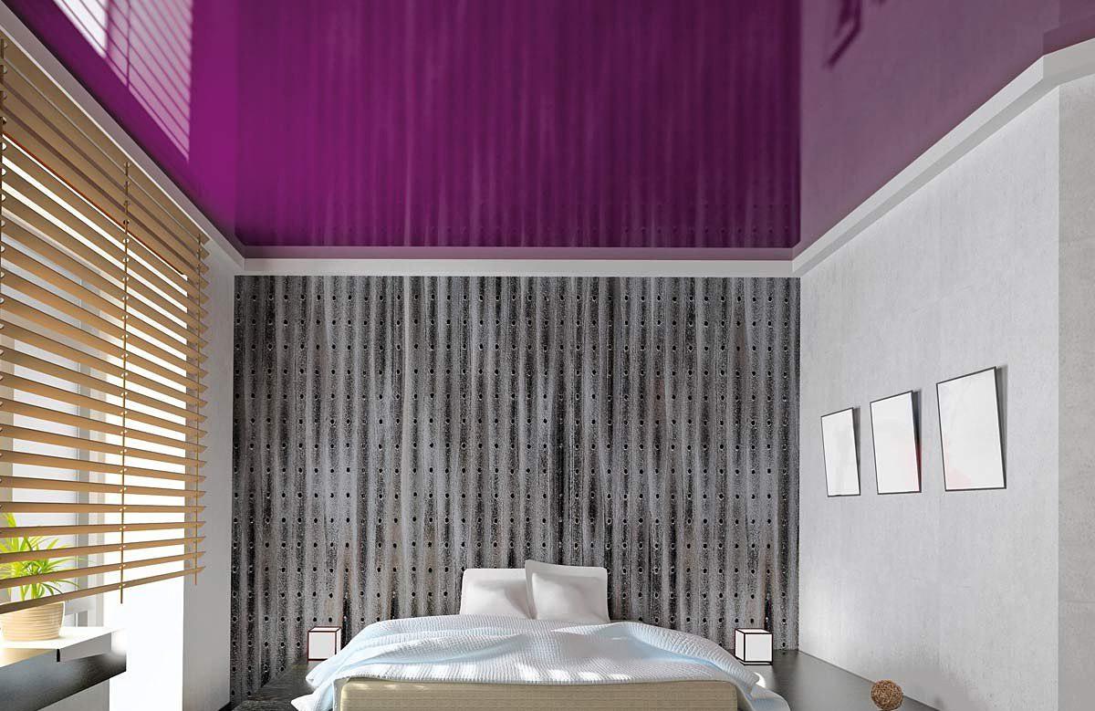 Лиловый глянцевый натяжной потолок в спальне