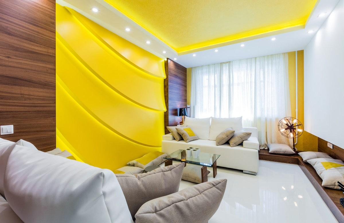 Жёлтый матовый натяжной потолок в коробе из гипсокартона в гостиной
