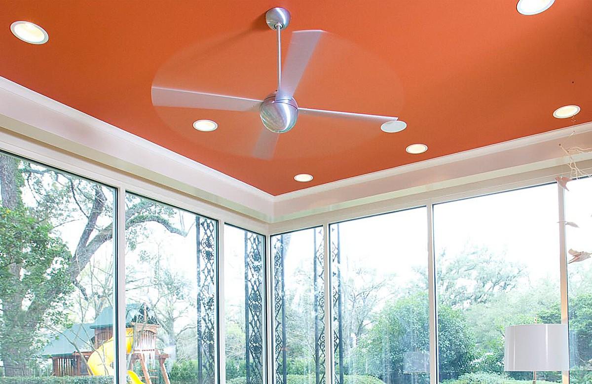 Оранжевый матовый натяжной потолок со светильниками в гипсокартонном коробе