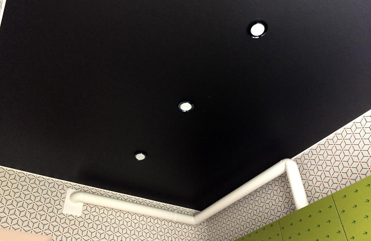 Натяжной потолок черного цвета фото отзывы