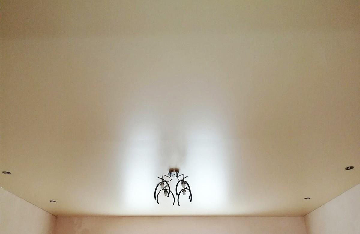 Натяжной потолок сатиновый цвета