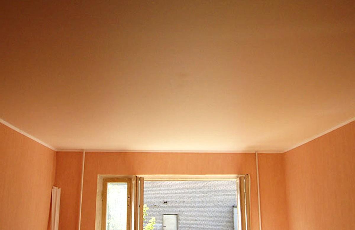 Персиковый матовый натяжной потолок